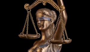 Símbolo de la justicia del despacho de abogados